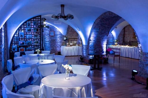 Mėlynų vestuvių apšvietimas