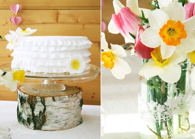 Kaimiško stiliaus Jubiliejus - tortas, narcizai, tulpės, beržas, linas
