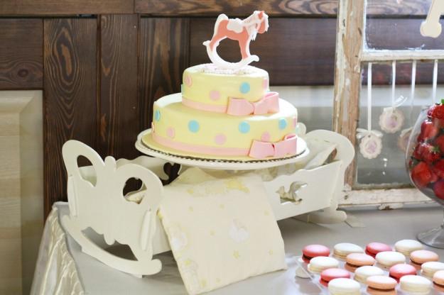 Žaismingas krikštynų tortas