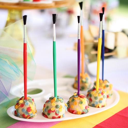 Saplvoti cake popsai - saldaus stalo dekoras