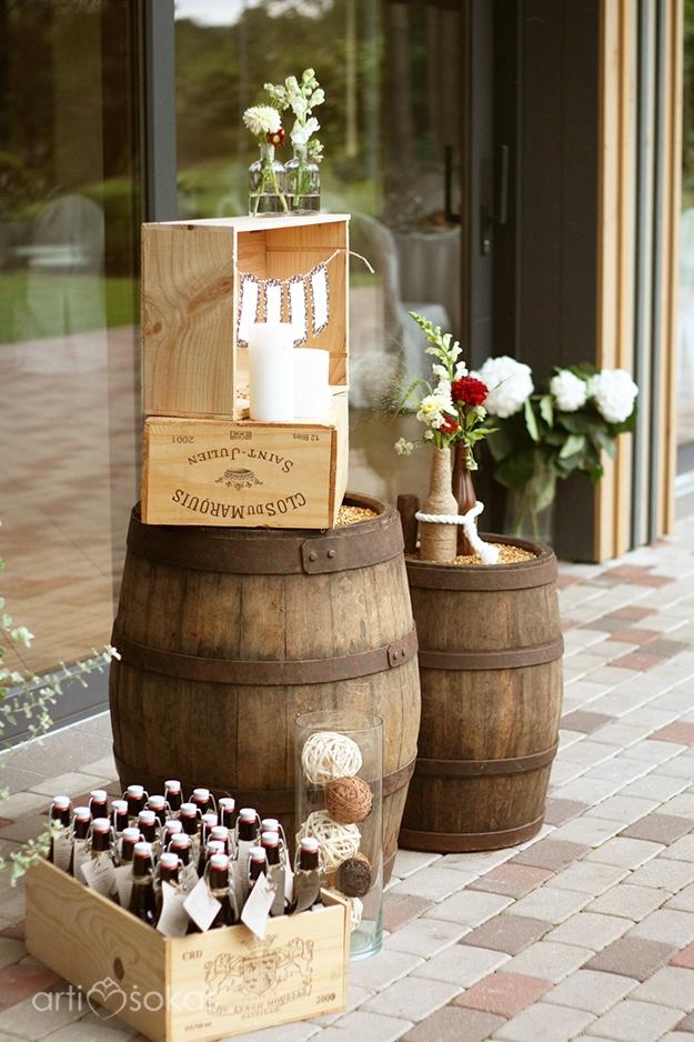 Svečių susodinimo planas ant alaus bačkų/statinių - dekoras lauke