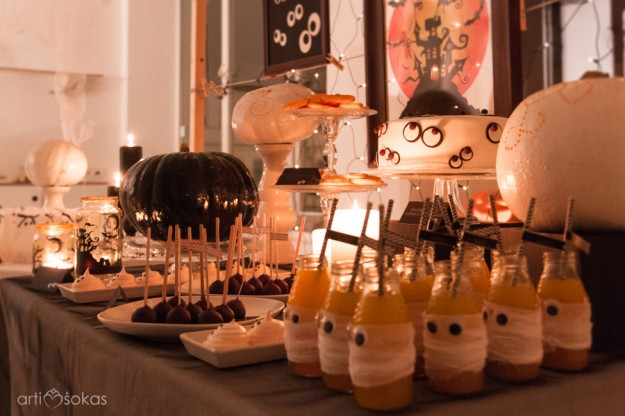 Halloween'o saldaus stalo dekoras