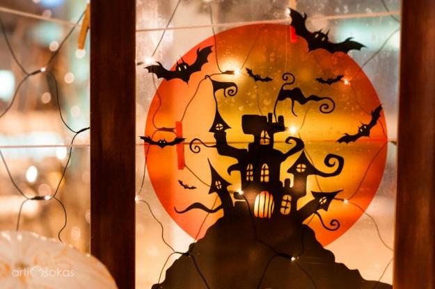 Helovino dekoracijos - paveiklas su vaiduoklių namu
