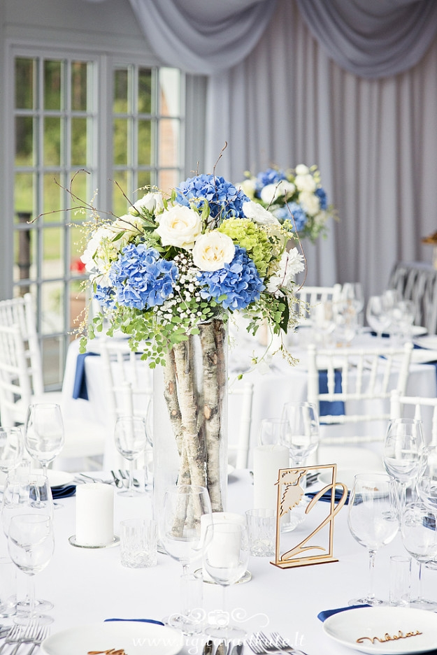 Stalo dekoras - mėlynos hortenzijos