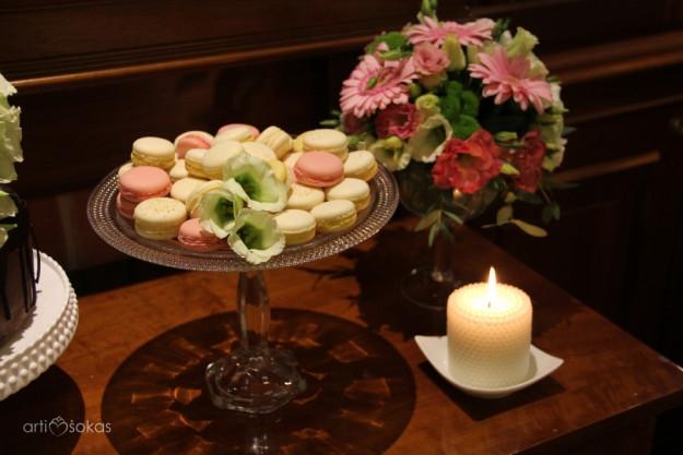 Macaronsai - saldus stalas - dekoravimas